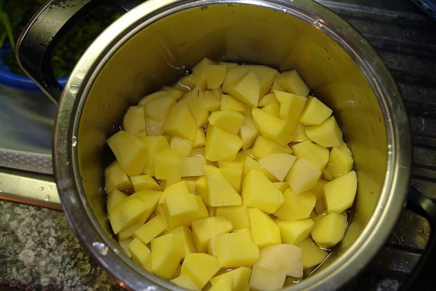 kartoffeln-schaelen-und-kochen