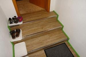 fertige-treppe-mit-klebe-laminat